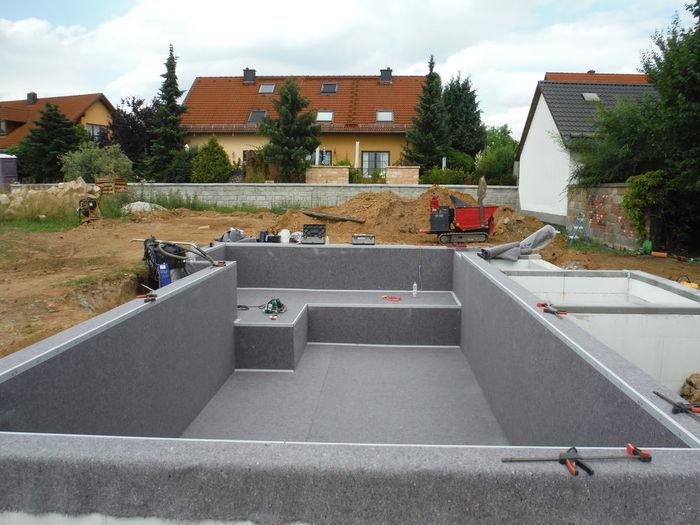 Teich untergrund becken aus styropor schalungssteinen for Teich beton anleitung